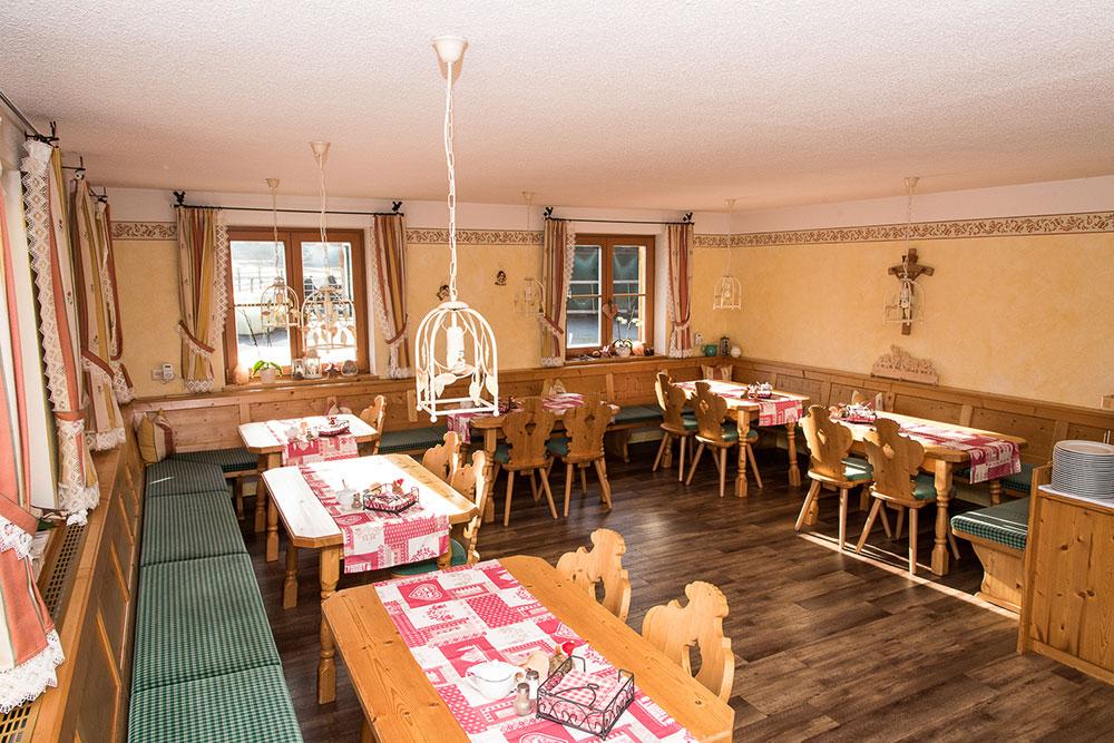 Frühstücksraum im Bio-Bauernhof Vilshof
