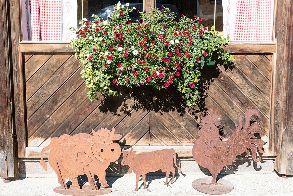 Bio Bauernhof Vilshof-Dekoration vor dem Haus