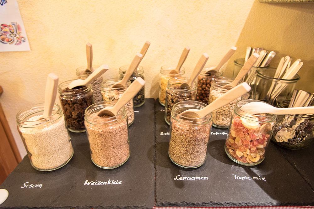Frühstücksbuffet im Biobauernhof Vilshof